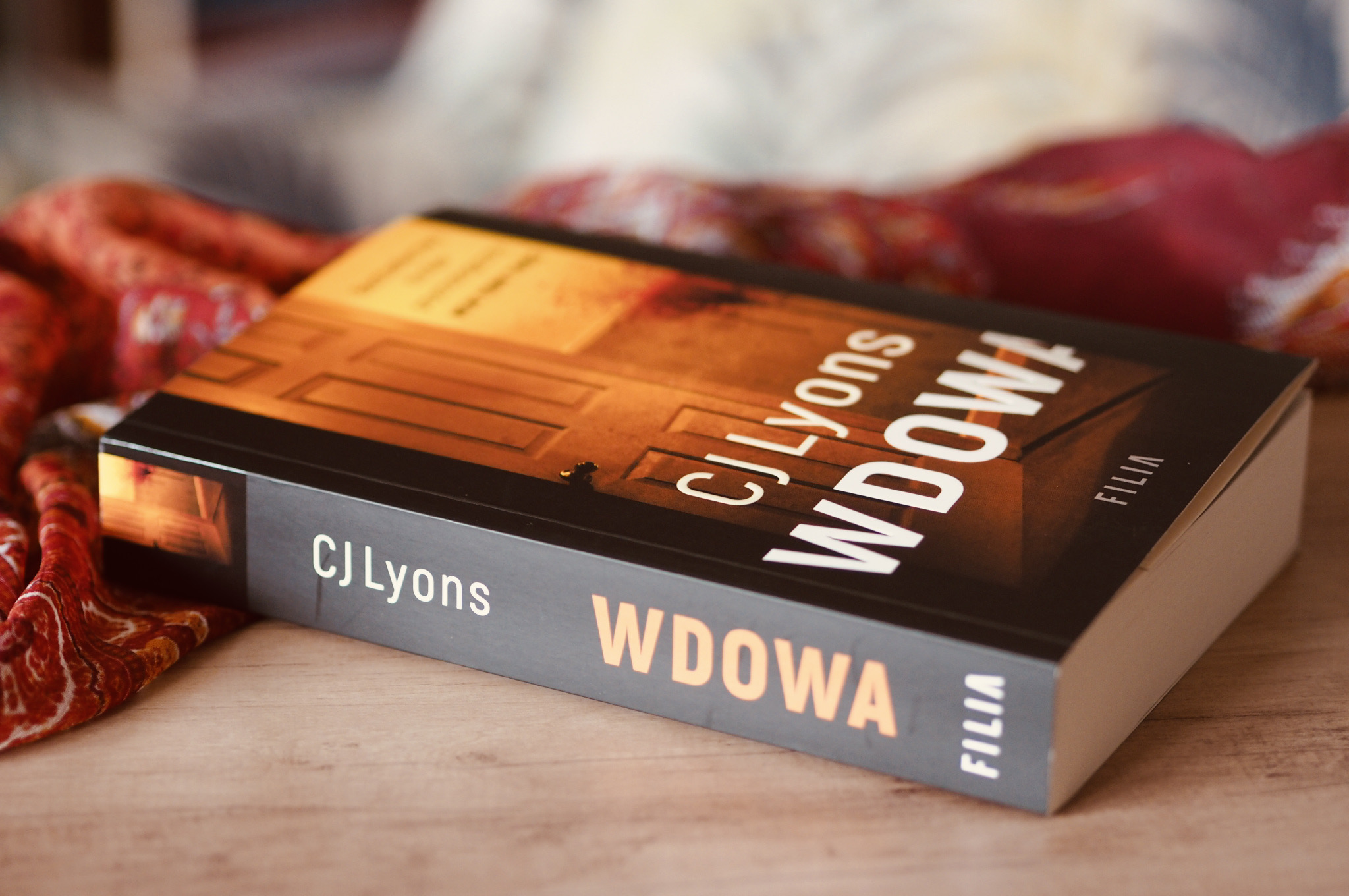"""CJ LYONS """"WDOWA"""""""